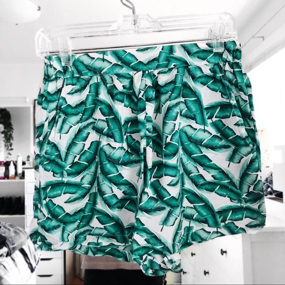 469f02be Zara palm leaf printed flowy high waisted shorts. M_5bb24c0fc9bf50675a97f1cb